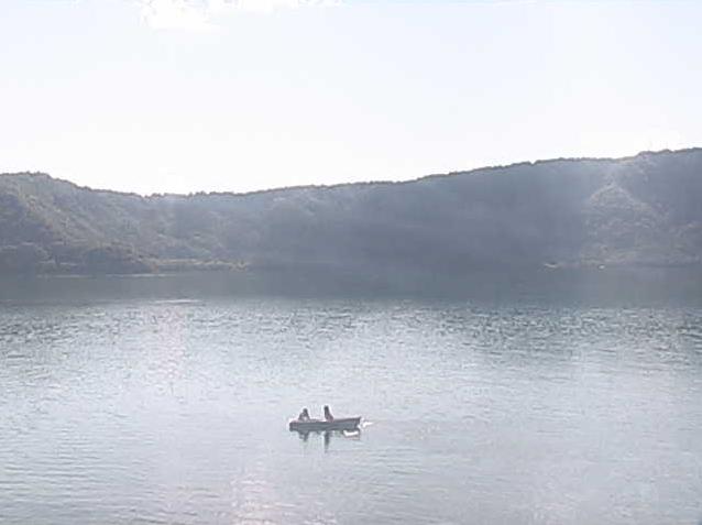 十和田湖休屋地区ライブカメラは、青森県十和田市奥瀬の十和田湖休屋に設置された十和田湖が見えるライブカメラです。