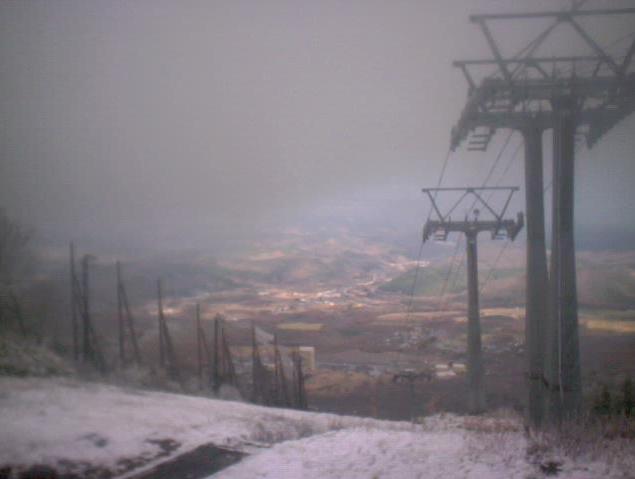 安比ゴンドラ山頂駅舎から安比高原山頂付近