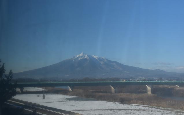 鶴田町役場から岩木山