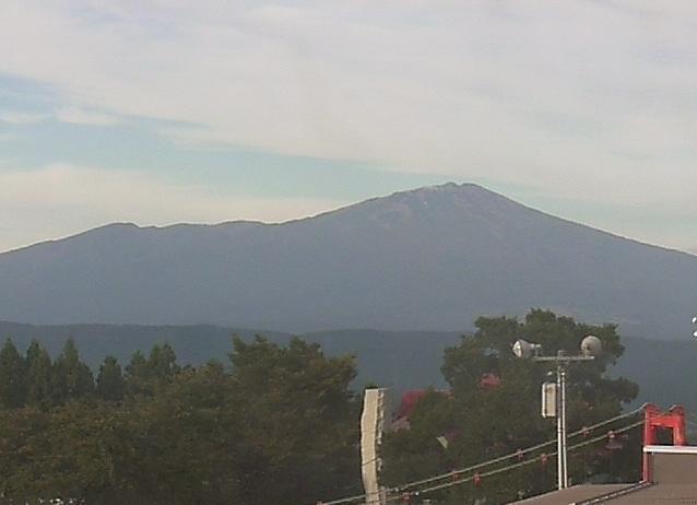 松山眺海の森さんさん鳥海山ライブカメラは、山形県酒田市土渕の松山眺海の森さんさんに設置された鳥海山が見えるライブカメラです。
