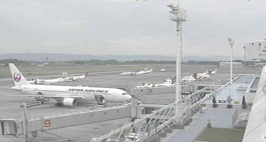鹿児島空港から空港滑走路・駐機場が見えるライブカメラ。