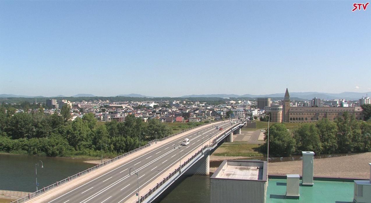 旭川市9条通1丁目から旭川市内・石狩川が見えるライブカメラ。