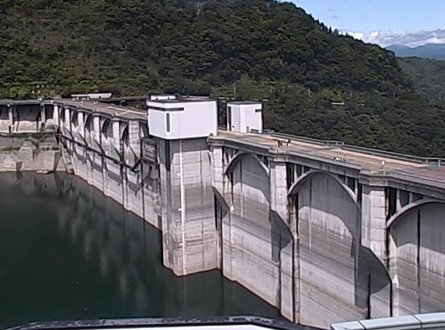 浦山ダムライブカメラは、埼玉県秩父市荒川久那の荒川ダム総合管理所に設置された浦山ダムが見えるライブカメラです。