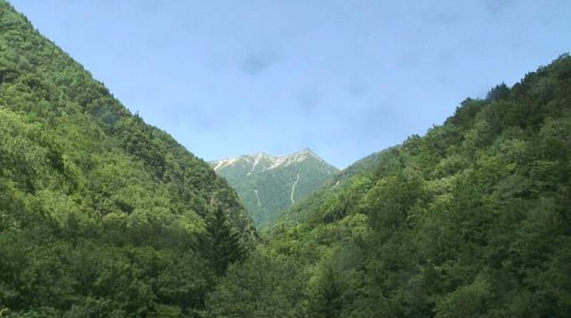 南アルプス衛星ライブカメラは、静岡県静岡市葵区の牛首峠に設置された南アルプス赤石岳が見えるライブカメラです。