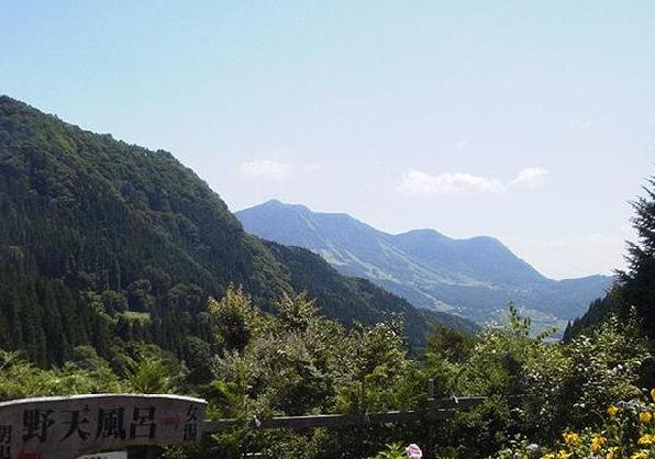 馬曲温泉望郷の湯ライブカメラは、長野県木島平村往郷の馬曲温泉望郷の湯に設置された北アルプス・露天風呂看板が見えるライブカメラです。