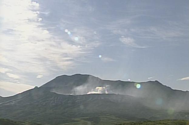 草千里から阿蘇山が見えるライブカメラ。