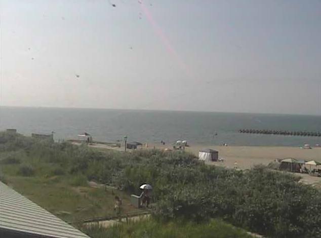 青山海岸コースタルコミュニティゾーンから青山海岸海水浴場が見えるライブカメラ。