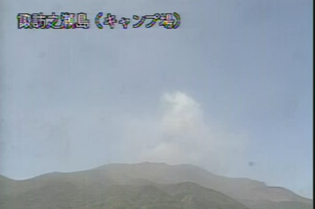 諏訪之瀬島キャンプ場から諏訪之瀬島(御岳)
