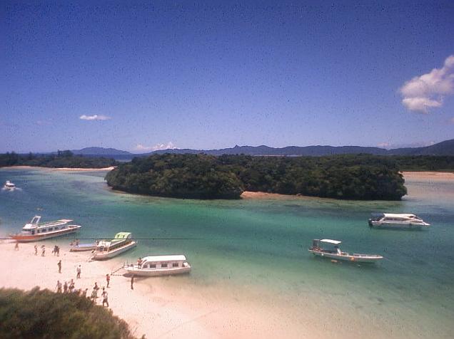 石垣島川平湾からグラスボートが見えるライブカメラ。