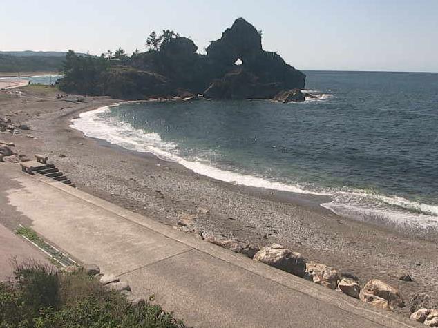 曽々木海岸から窓岩