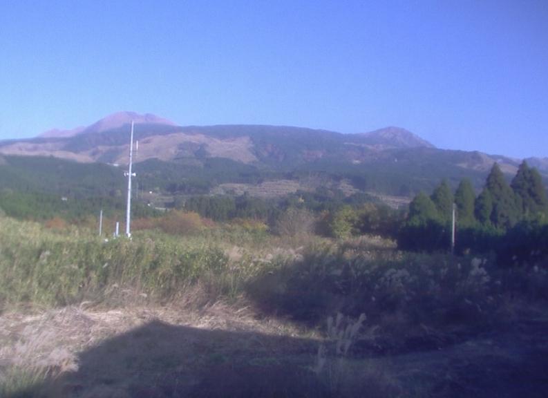 火山研究センターライブカメラは、熊本県南阿蘇村河陽の京都大学大学院理学研究科付属地球熱学研究施設火山研究センターに設置された中岳・烏帽子岳・杵島岳・草千里が見えるライブカメラです。