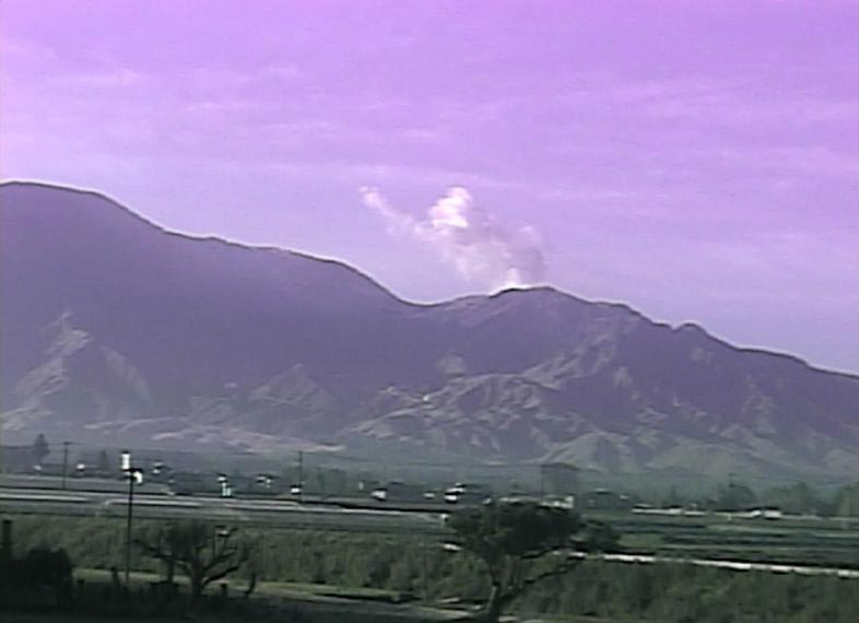 風の便り阿蘇山ライブカメラは、熊本県阿蘇市一の宮町の中坂梨に設置された阿蘇山(根子岳・高岳・中岳・烏帽子岳・杵島岳)が見えるライブカメラです。