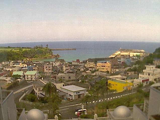 天城町役場から平土野の街並みが見えるライブカメラ。