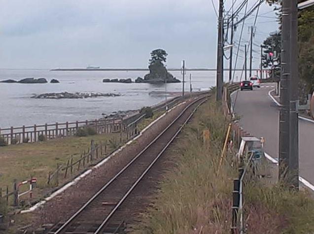雨晴海岸から女岩・富山湾・立山連峰が見えるライブカメラ。