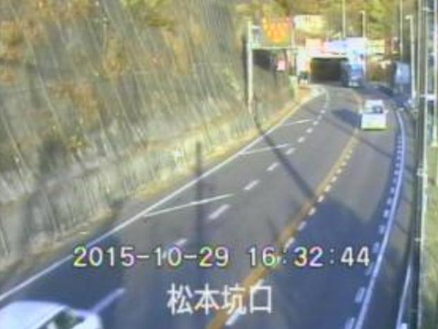 松本市側坑口から三才山トンネル有料道路