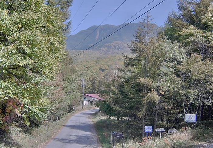 城の平別荘地入口から蓼科山・横岳