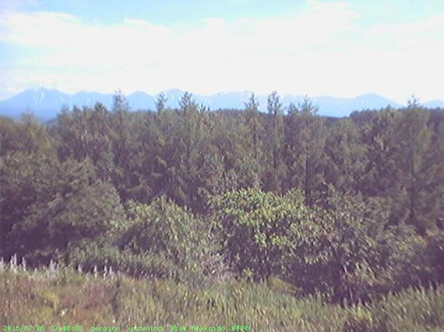 山荘ゆずりはから十勝岳連峰が見えるライブカメラ。