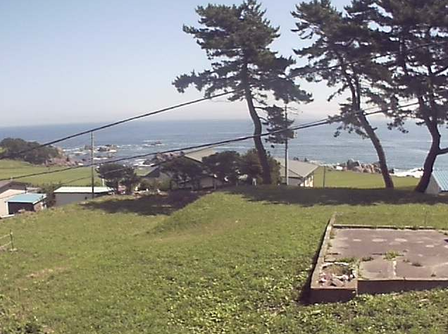 民宿石橋種差海岸ライブカメラは、青森県八戸市鮫町の民宿石橋に設置された種差海岸天然芝生地が見えるライブカメラです。