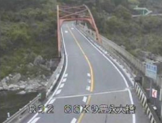 豊永大橋から国道32号