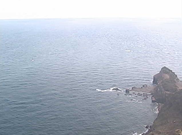 若宮灯台ライブカメラは、長崎県壱岐市勝本町の若宮灯台に設置された若宮島沿岸海域・沖ノトン瀬灯標・若宮周辺・灯台周辺が見えるライブカメラです。