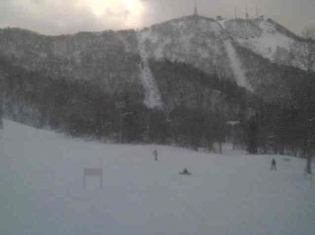 サッポロテイネスキー場ハイランドゾーンスキーセンターから手稲山山頂方向