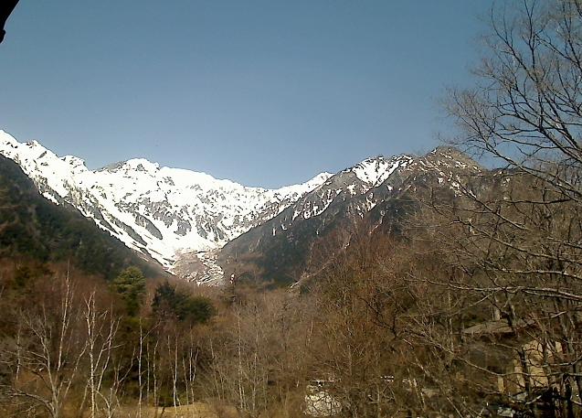 上高地西糸屋山荘から穂高連峰