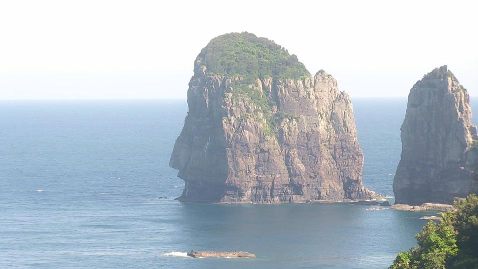 下甑島前の平展望所からナポレオン岩・西山小学校跡が見えるライブカメラ。