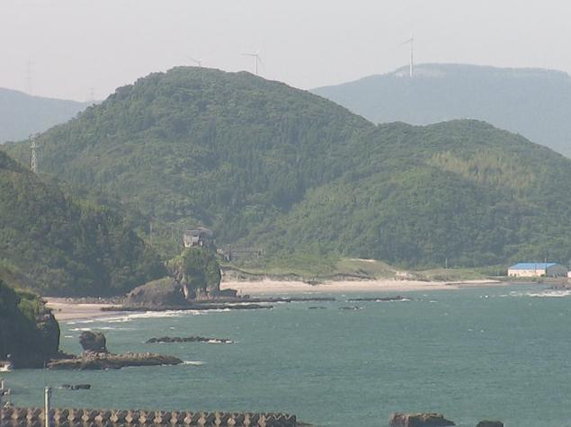西方海岸から人形岩が見えるライブカメラ。