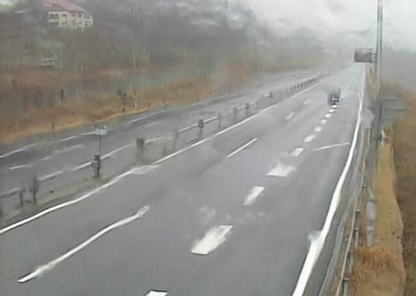 土樽橋から関越自動車道(関越道)