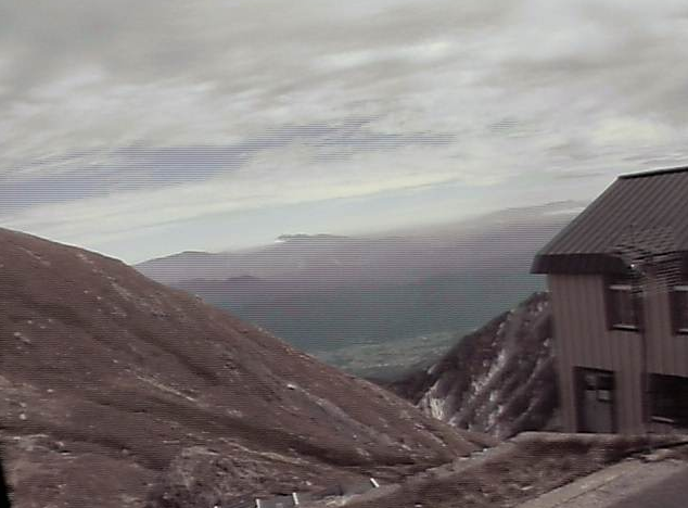 村営白馬岳頂上宿舎ライブカメラは、長野県白馬村北城の村営白馬岳頂上宿舎に設置された頂上宿舎が見えるライブカメラです。