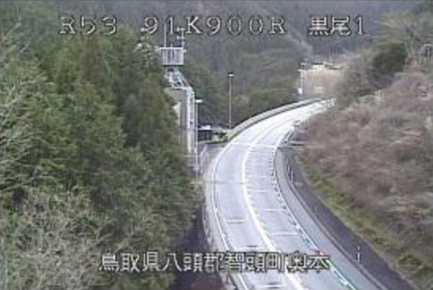 国道53号黒尾峠ライブカメラは、鳥取県智頭町奥本の黒尾峠に設置された国道53号(因幡街道)が見えるライブカメラです。