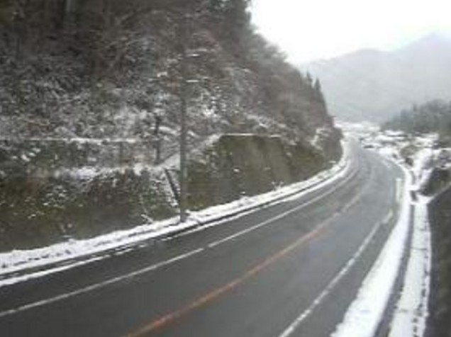 鳥取県道8号新見日南線谷田峠ライブカメラは、鳥取県日南町上石見の谷田峠に設置された鳥取県道8号新見日南線が見えるライブカメラです。