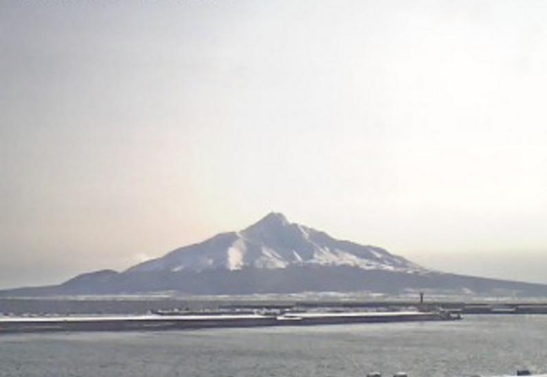 礼文島温泉うすゆきの湯から利尻富士