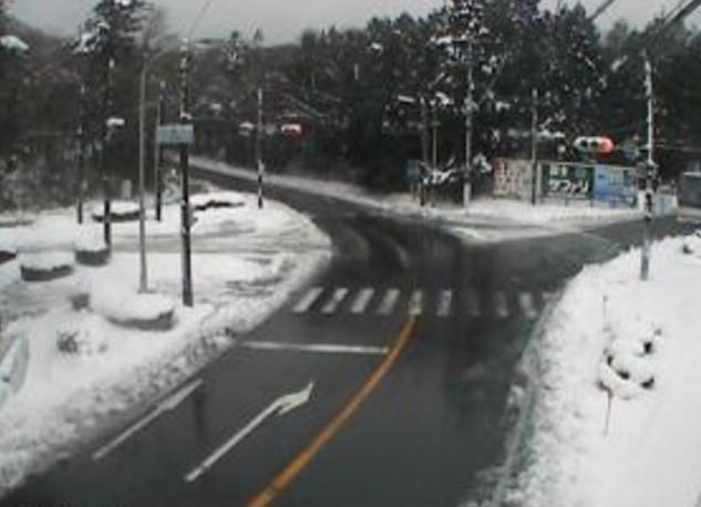 国道469号十里木ライブカメラは、静岡県裾野市須山の十里木に設置された国道469号・十里木交差点が見えるライブカメラです。