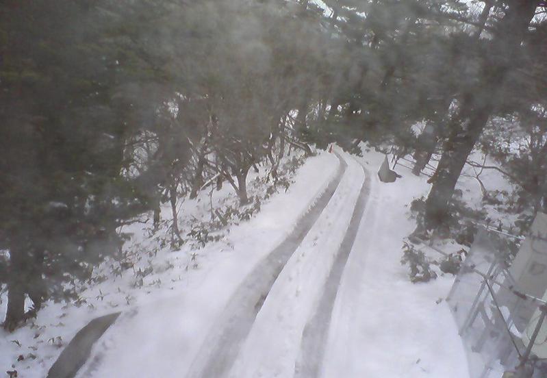 白石ロッジ正面から瓶ヶ森