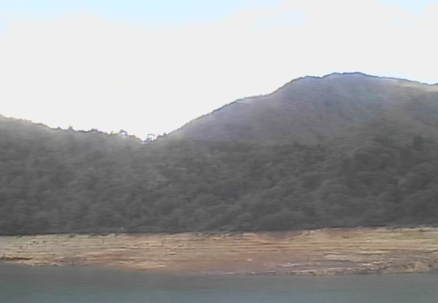 桂湖ビジターセンターから桂湖・桂湖オートキャンプ場が見えるライブカメラ。