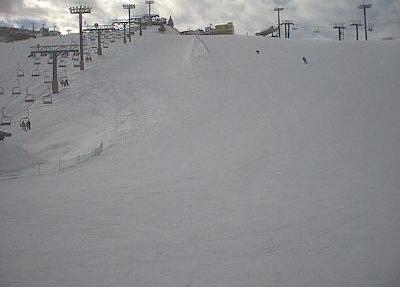 石打丸山スキー場銀座ゲレンデハーフパイプ