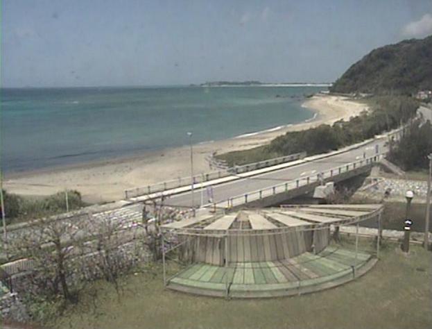 大宜味村農村環境改善センターから奥間ビーチ(国頭村方面)