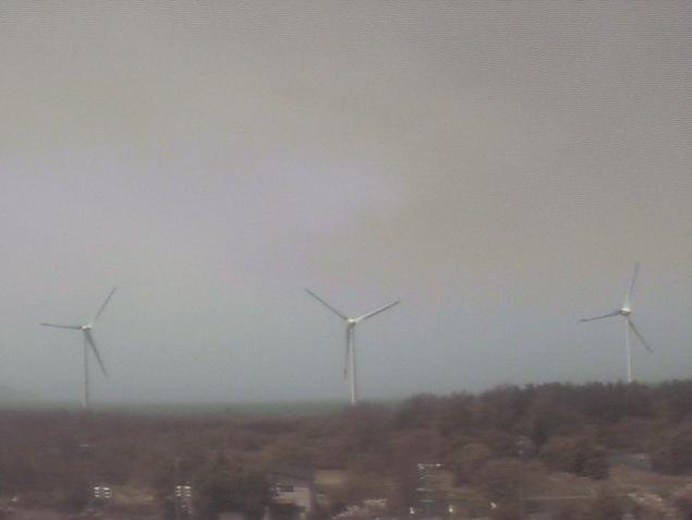 潮路小学校屋上から風太風力発電所風車
