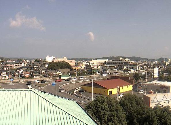 国道266号天草瀬戸大橋下島側上り口ライブカメラは、熊本県天草市の天草瀬戸大橋下島側上り口に設置された国道266号が見えるライブカメラです。