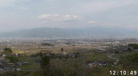花鳥山一本杉公園(花鳥山展望台)から笛吹市内・桃畑