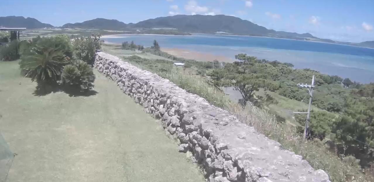 やえやまファーム崎枝農場から名蔵湾が見えるライブカメラ。
