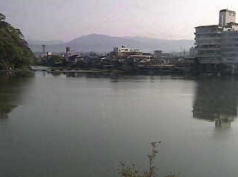 京町地区集会所(日田市京町地区集会所むくの木センター)から三隈川