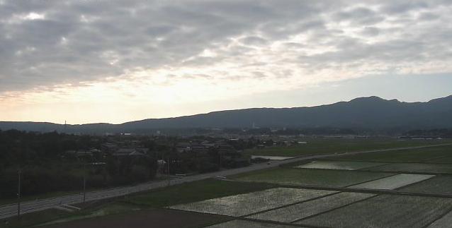 八幡から国道350号が見えるライブカメラ。