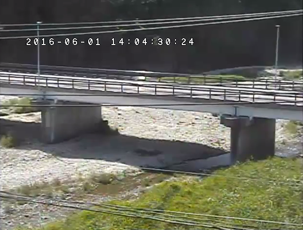 蛇尾橋付近から蛇尾川・蛇尾橋・国道461号(旧陸羽街道)が見えるライブカメラ。