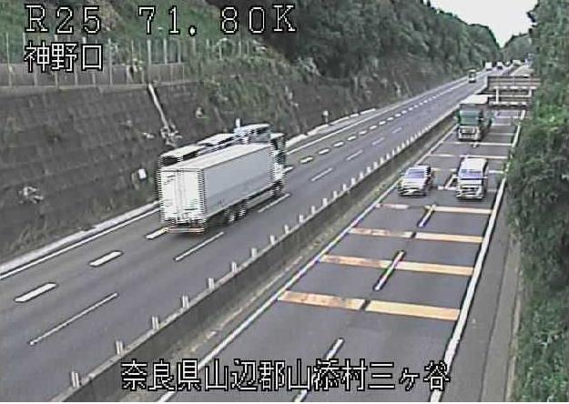神野口から名阪国道(国道25号バイパス)が見えるライブカメラ。