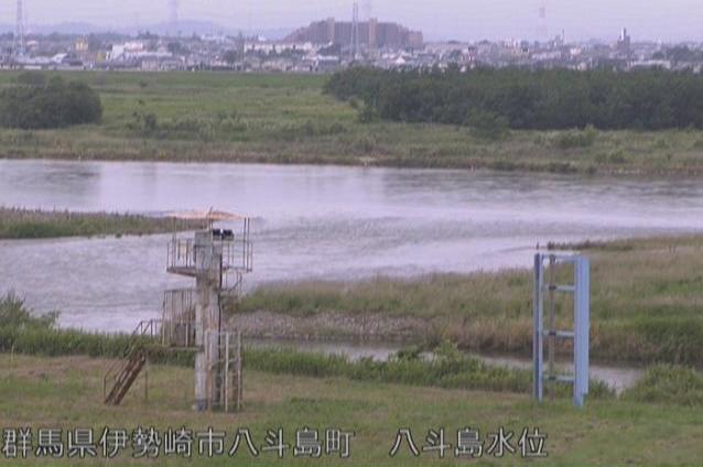 群馬県伊勢崎市八斗島町の八斗島水位観測所に設置された利根川が見えるライブカメラです。