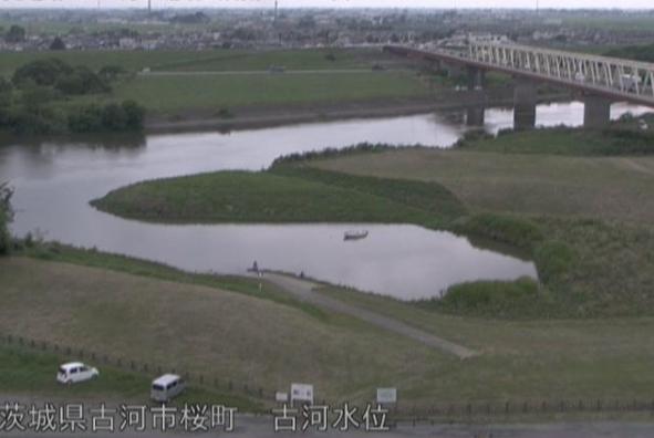 渡良瀬川古河水位観測所ライブカメラは、茨城県古河市桜町の古河水位観測所に設置された渡良瀬川が見えるライブカメラです。