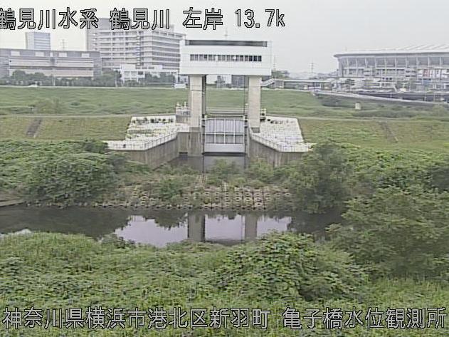 鶴見川亀の子橋水位観測所ライブカメラは、神奈川県横浜市港北区の亀の子橋水位観測所に設置された鶴見川が見えるライブカメラです。