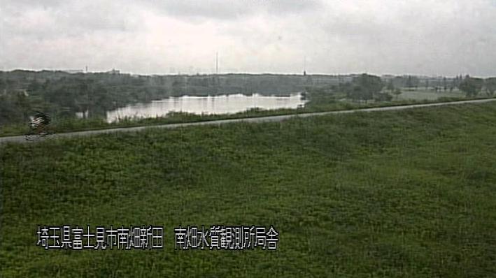 荒川南畑水質観測所ライブカメラは、埼玉県富士見市南畑の南畑水質観測所に設置された荒川が見えるライブカメラです。